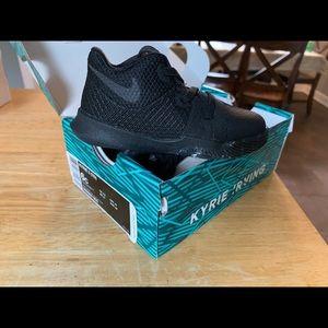 Nike Kyrie 3. (TD) size 6c